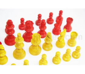 Pièces jeu d'échecs françaises rouge et jaune