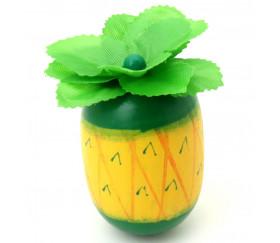 Ananas en bois de 5.8 x 3.5 cm. Jouet, jeu ou décorations.