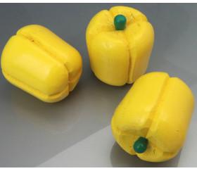 Poivron jaune en bois de 4.5 x 3.9 cm légume jouet. Pièce tout en bois