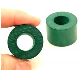 Cylindre troué vert diam 2.9 cm haut 2 cm anneau en bois vert