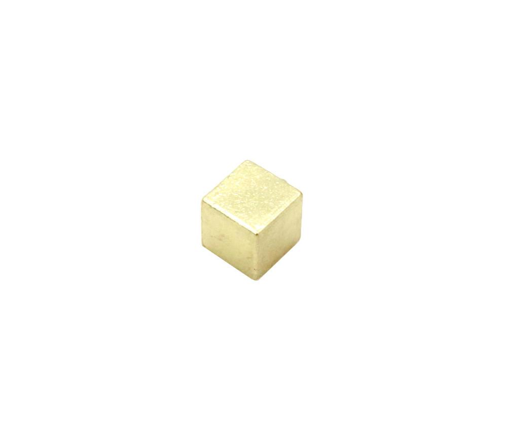 Cube métal doré 8 mm. 8 x 8 x 8 mm à l'unité