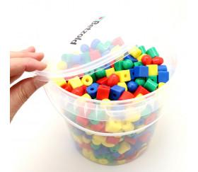 Boite 650 perles colorées avec 6 cordons - 1.3 cm
