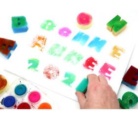 37 tampons : 26 lettres alphabet + 10 chiffres en éponge