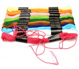 12 échevettes de fils en coton coloré