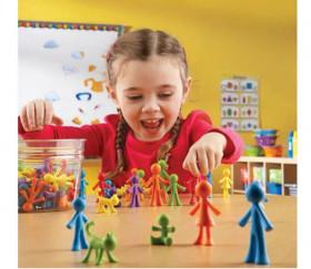 Famille : 6 personnages de jeu  multicolores environ 6 cm