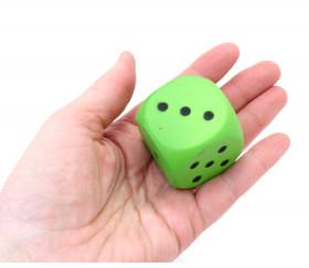 Dé mousse 4 cm vert géant pour jeu