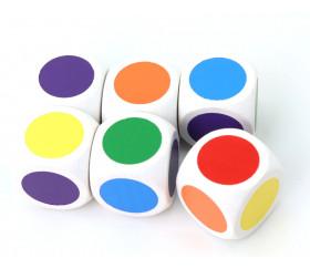 Dé bois 6 points couleurs 20 mm rouge, vert, jaune, bleu, violet, orange fond blanchi
