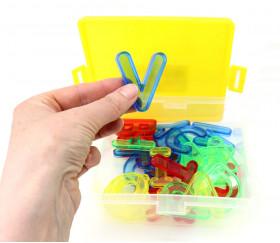 Alphabet majuscule en plastique coloré transparent acidulé