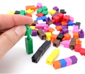 100 petits cubes 8 mm multicolores encastrables