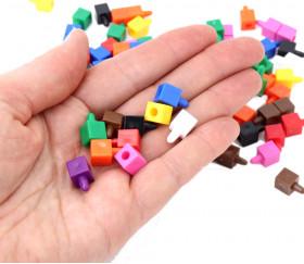 100 cubes 8 mm encastrables de 10 couleurs différentes