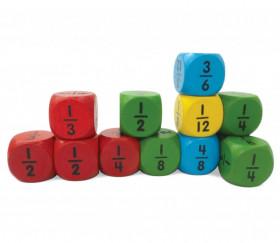 4 dés fractions en bois 2.5 cm 4 couleurs