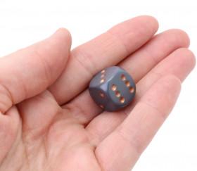 Dé gris opaque points cuivrés 1.6 cm