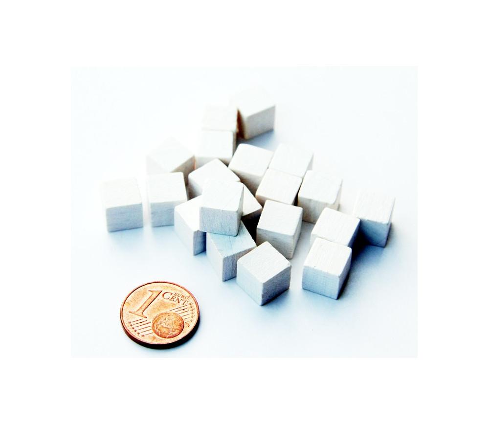 20 Cubes en bois 0.8 cm. 8x8x8 mm