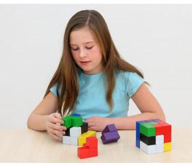 cube coloré en bois repérage espace