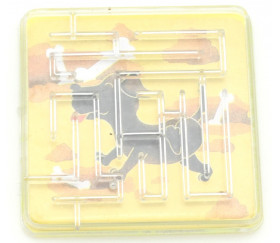 Mini labyrinthe plastique chien- jeu de patience 5 cm